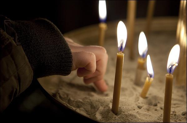 Как правильно ставить свечи фото