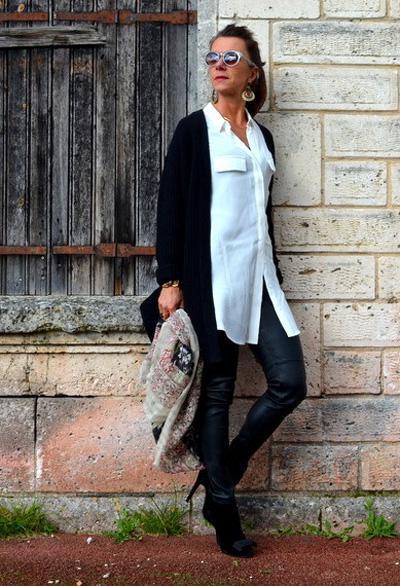 платье-рубашка и узкие брюки для женщины 60 лет
