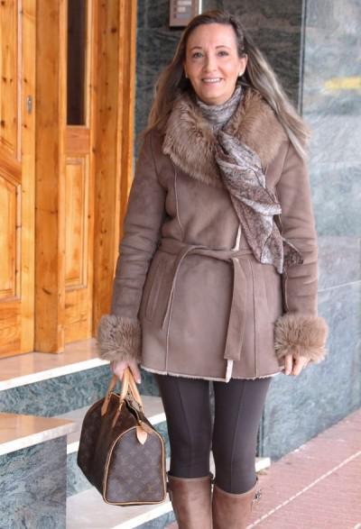 дубленка в зимнем образе женщины 50 лет