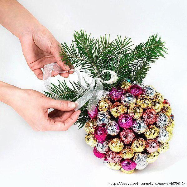 Новогодний шарик из чупа-чупсов!