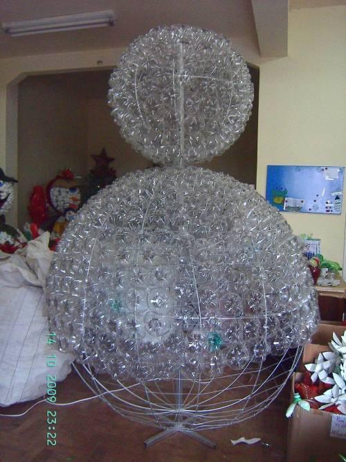 Снеговик и елка из пластиковых бутылок