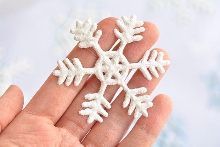 Снежинка-наклейка на окно