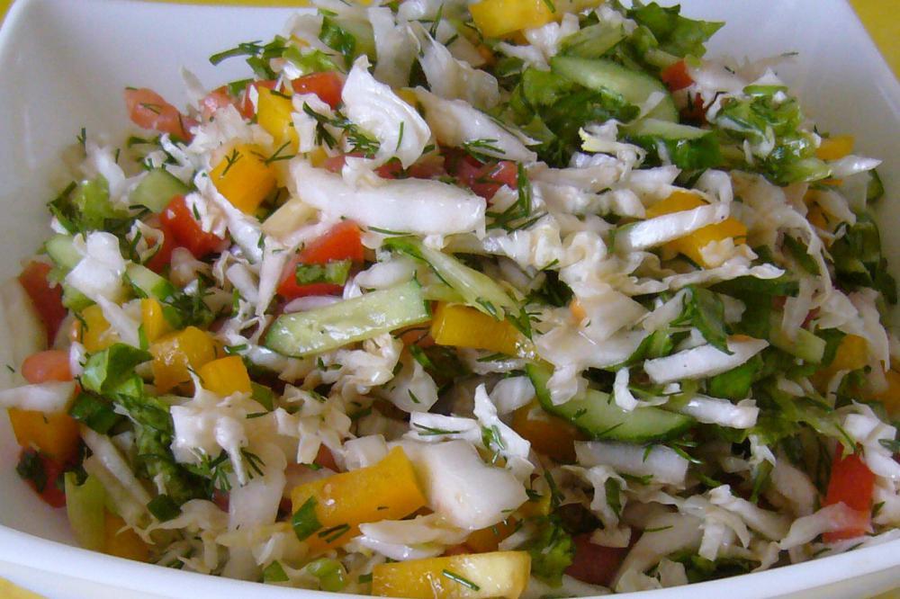салат из помидоров капусты и болгарского перца