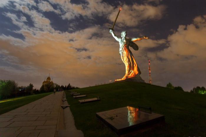 Для тех, кто не видел - лазерная 3D-инсталляция в Волгограде (видео)