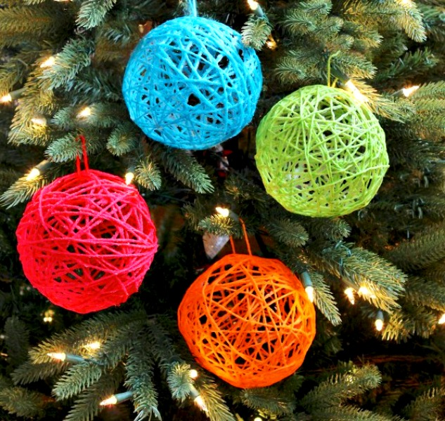Ажурные шары и елочки из ниток || Новогодняя поделка из ниток и шарика